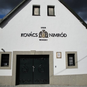 Borászat főbejárat / Winery Main Entrance