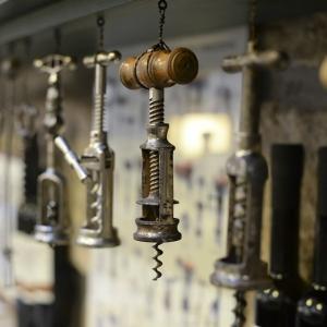 Kóstolóhelyiség részlet / Tasting Room Detail