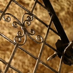 Eredeti kovácsoltvas pinceajtó / Original Cast Iron Cellar Door